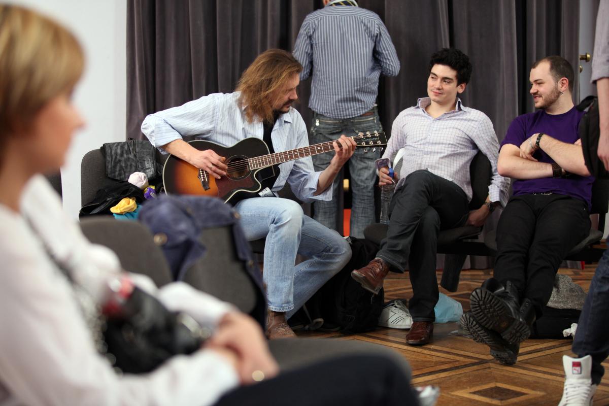 Gienek Loska, Mats E. Meguenni i William Malcolm na eliminacjach